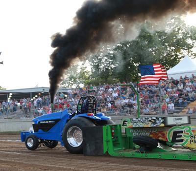 032 Fair Tractor Pull.jpg