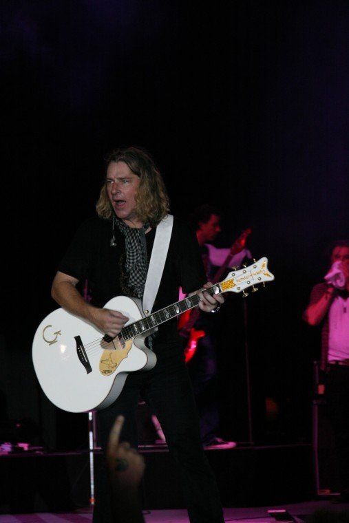 046Collective Soul Play TnC Fair 2011.jpg