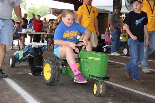 031 Pedal Tractor Pull 2014.jpg