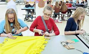 Pacific Eighth-Graders Take Part in Day of Service