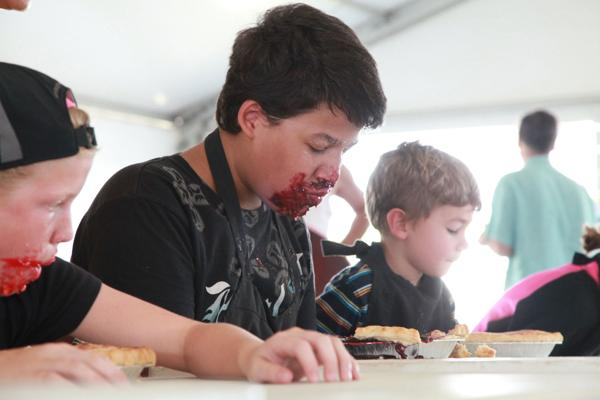 005 Pie eating Contest at fair 2014.jpg