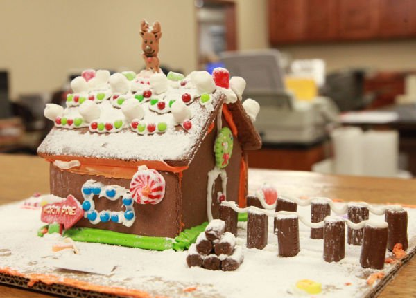004 Gingerbread Houses 2013.jpg