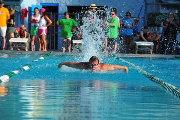 072UniIHSwim14.jpg