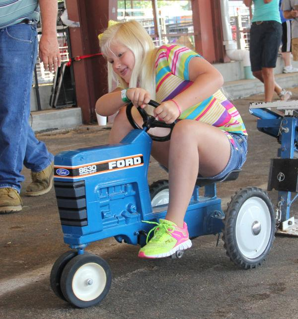 036 Pedal Tractor Pull 2013.jpg