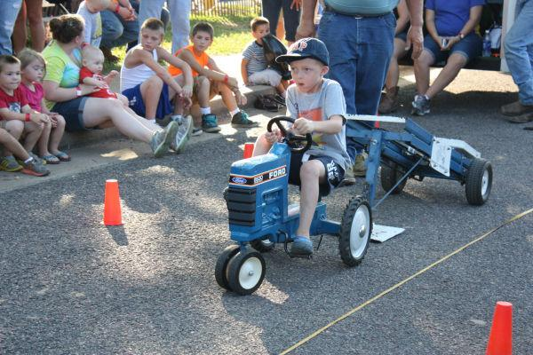 011 Franklin County Fair Pedal Tractor Pull.jpg