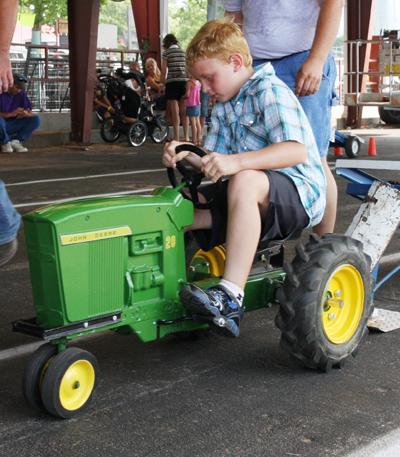 030 Fair Pedal Tractor.jpg