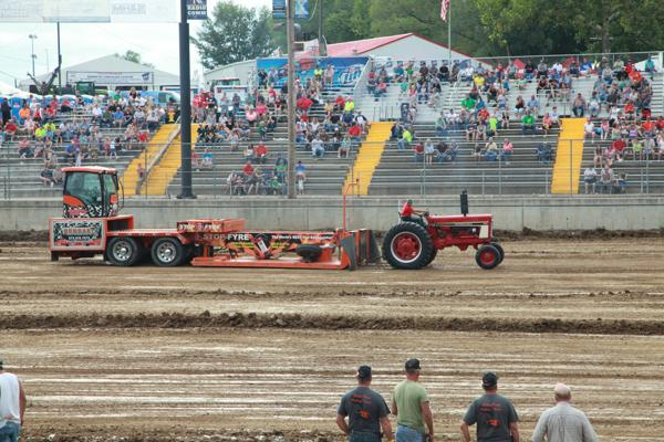 002 Tractor Pull at the Fair 2014.jpg