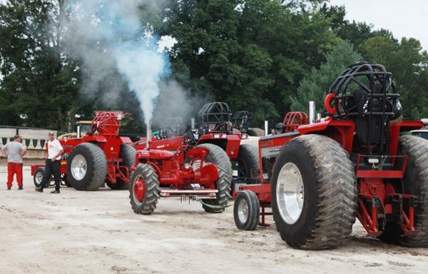 003 Tractor Pull at the Fair 2014.jpg