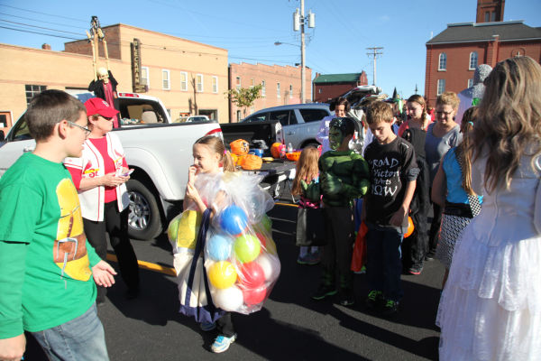 012 SFB grade school trunk or treat.jpg