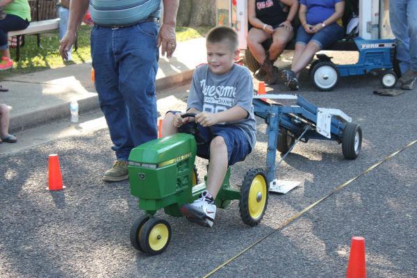 015 Franklin County Fair Pedal Tractor Pull.jpg