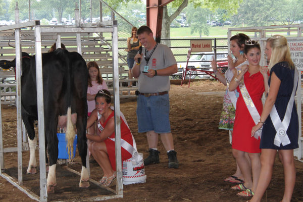 007 Milking Contest 2013.jpg