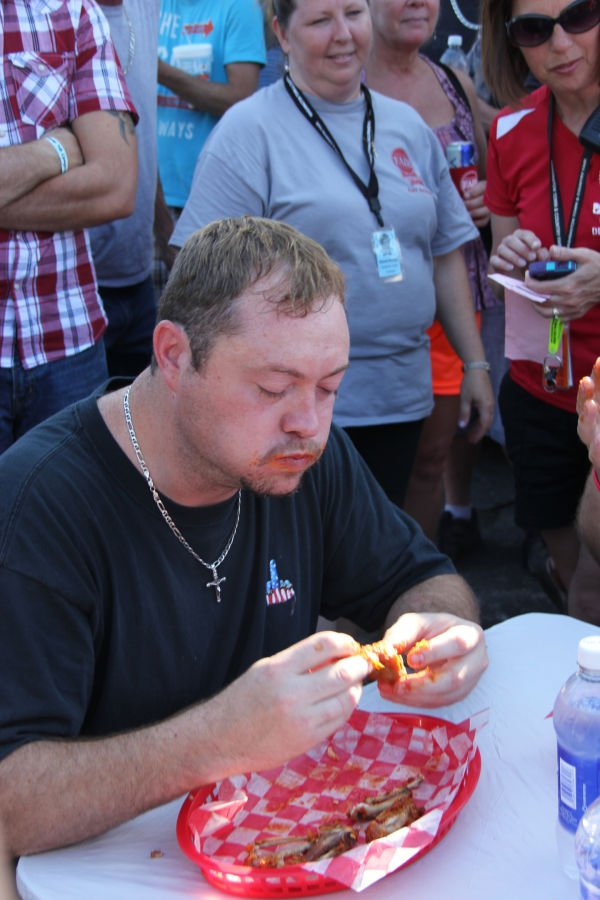 011 Hot Wings Eating Contest 2013.jpg
