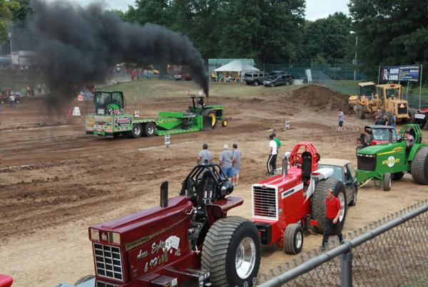 013 Tractor Pull at the Fair 2014.jpg