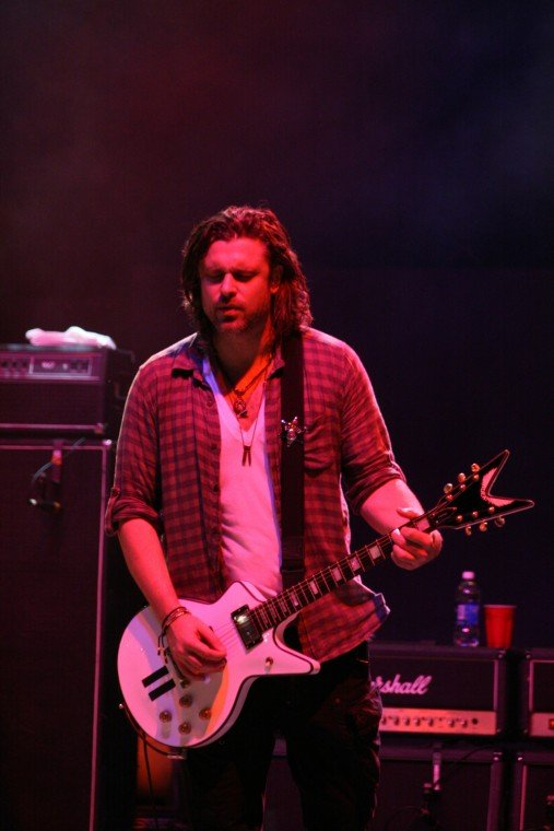 016Collective Soul Play TnC Fair 2011.jpg