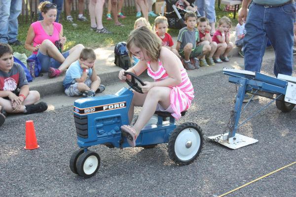 008 Franklin County Fair Pedal Tractor Pull.jpg