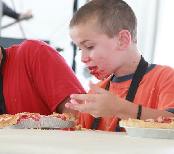 032 Pie eating Contest at fair 2014.jpg