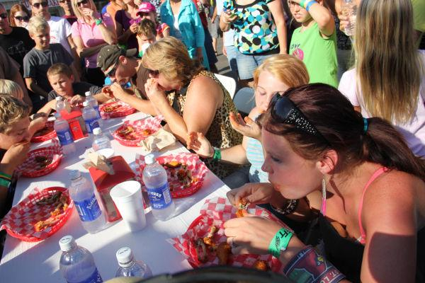 004 Hot Wings Eating Contest 2013.jpg
