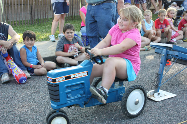 004 Franklin County Fair Pedal Tractor Pull.jpg