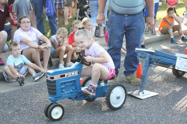 002 Franklin County Fair Pedal Tractor Pull.jpg