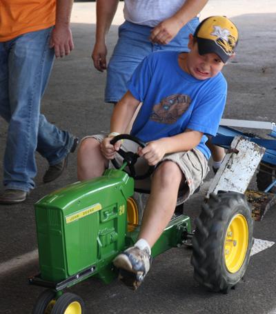 031 Fair Pedal Tractor.jpg