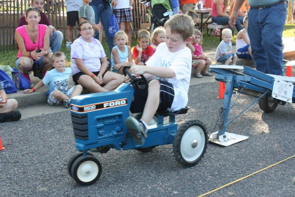 003 Franklin County Fair Pedal Tractor Pull.jpg