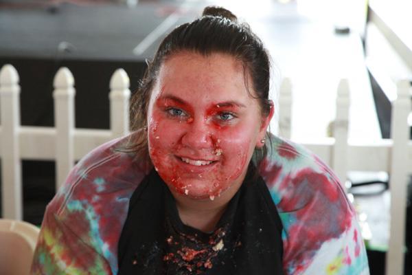 039 Pie eating Contest at fair 2014.jpg