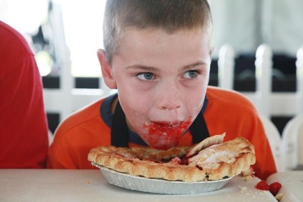 001 Pie eating Contest at fair 2014.jpg