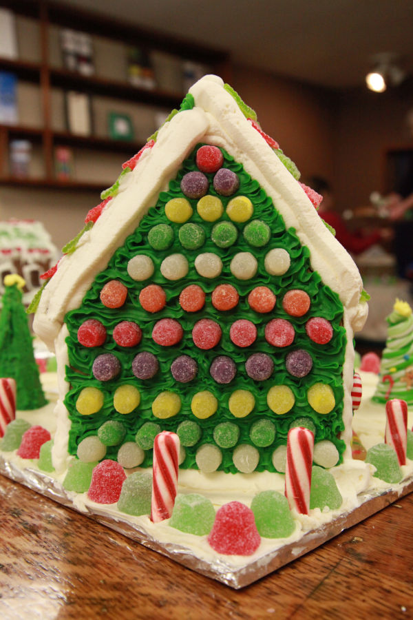 008 Gingerbread Houses 2013.jpg