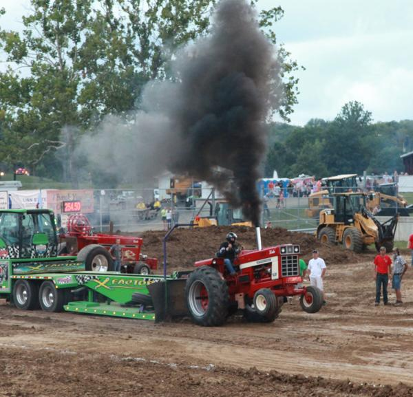 015 Tractor Pull at the Fair 2014.jpg