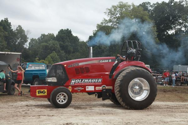 004 Tractor Pull at the Fair 2014.jpg