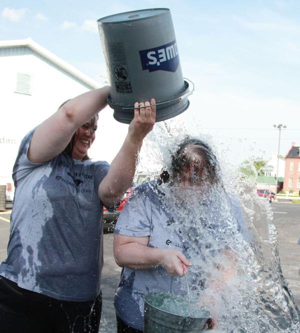 017 Washington Missourian Newspaper Ice Bucket Challenge.jpg
