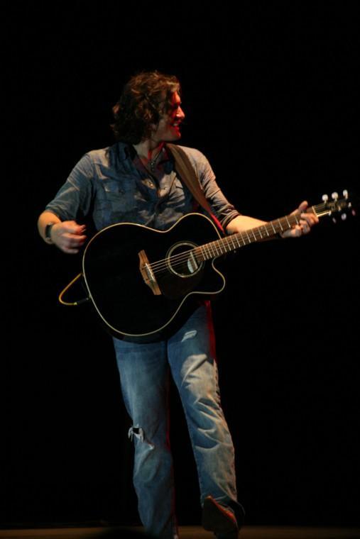 033Joe Nichols Plays TnC Fair 2011.jpg