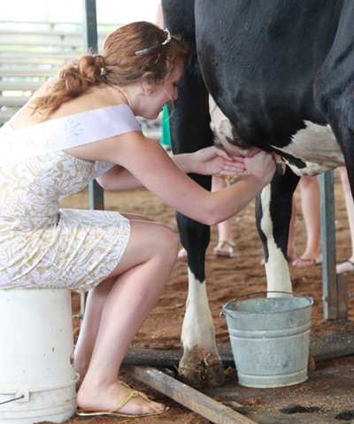 002 Fair Milking Contest.jpg