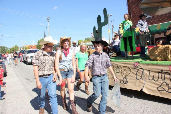 016 UHS Homecoming parade 2013.jpg
