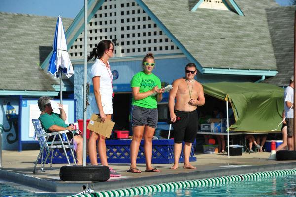 061UniIHSwim14.jpg