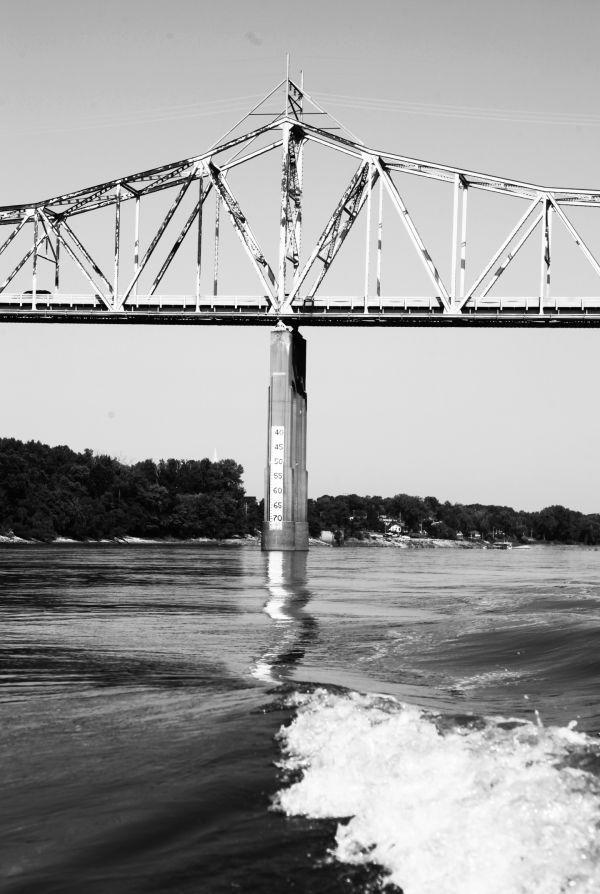 019 Missouri River Bridge in Black and White.jpg