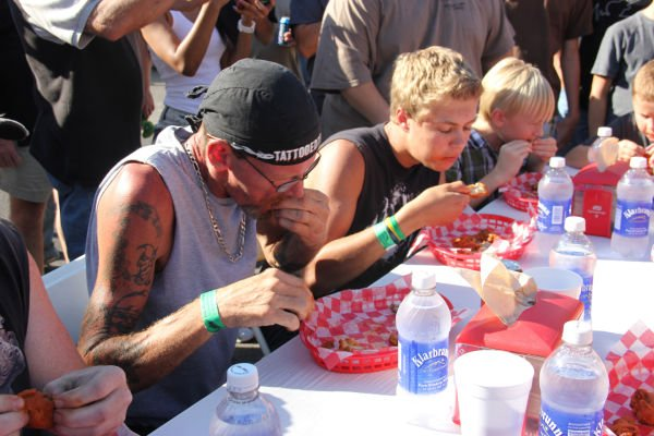 003 Hot Wings Eating Contest 2013.jpg