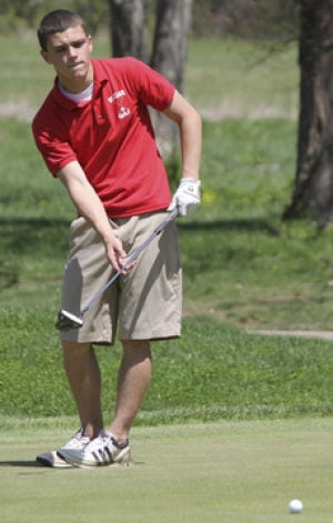 Area Golfers Advance to Sectional
