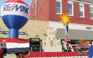 RE/MAX Gold Float Wins Top Honors