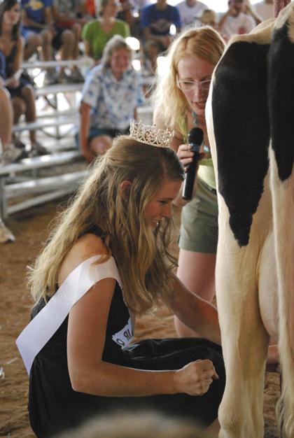 Milking Contest TC Fair 012.jpg