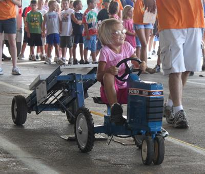 011 Fair Pedal Tractor.jpg