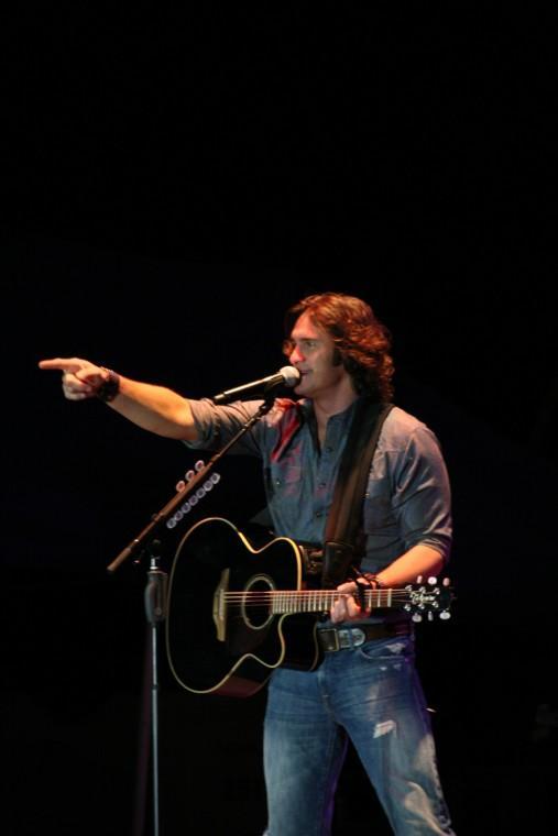 001Joe Nichols Plays TnC Fair 2011.jpg