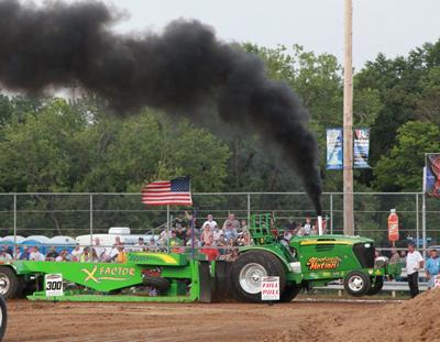 033 Fair Tractor Pull.jpg