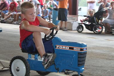 010 Fair Pedal Tractor.jpg