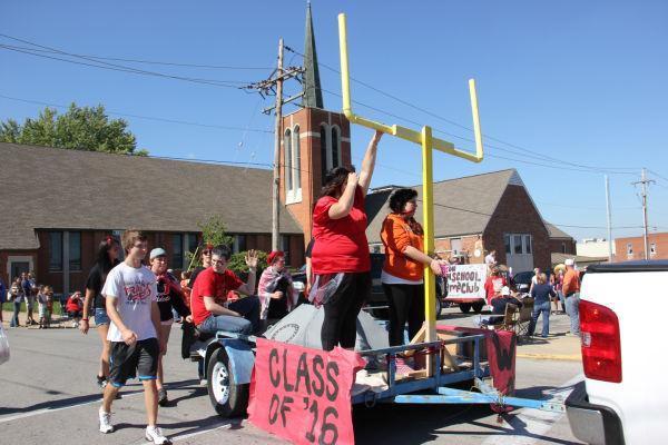 017 UHS Homecoming parade 2013.jpg