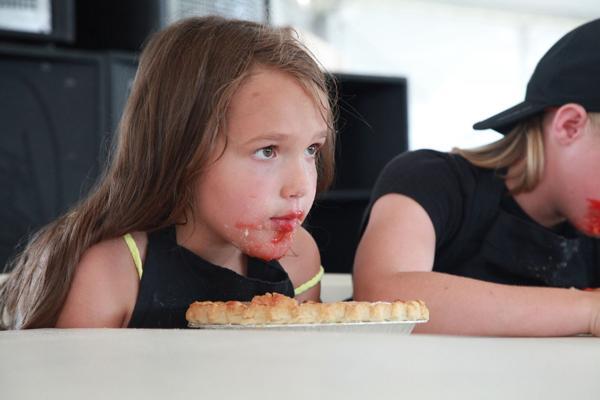 006 Pie eating Contest at fair 2014.jpg