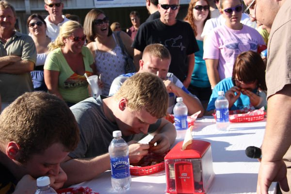 009 Hot Wings Eating Contest 2013.jpg