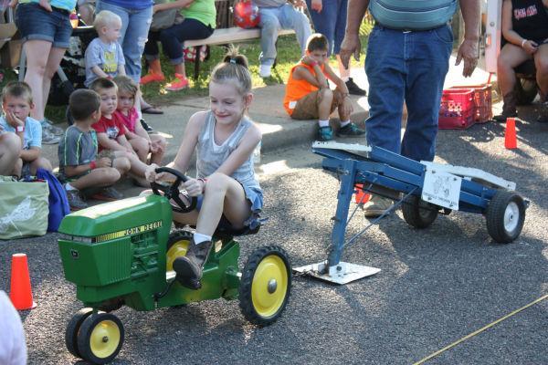 014 Franklin County Fair Pedal Tractor Pull.jpg