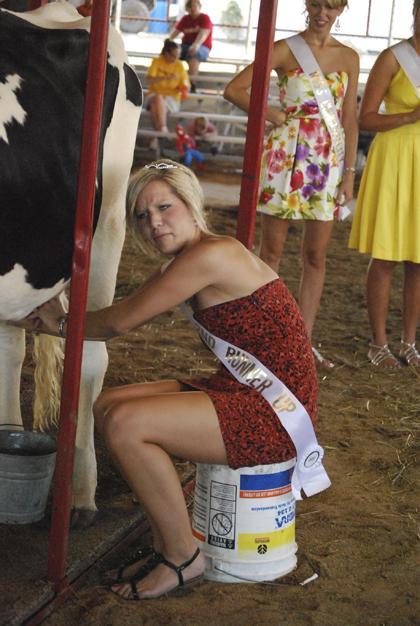 Milking Contest TC Fair 007.jpg