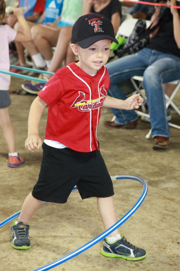 002 Fair Hula Hoop Contest 2014.jpg